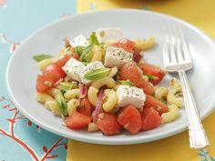 Habt Ihr schon mal Pasta und Melone zusammen probiert? Pastasalat mit Schafskäse und Wassermelone - smarter - Zeit: 25 Min. | eatsmarter.de