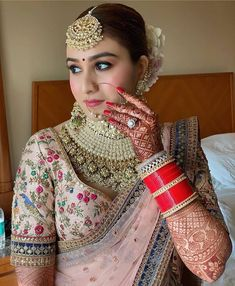 This present lady of the hour's majestic wedding day look will fulfill your beautiful spirits during the lockdown! Indian Bridal Outfits, Indian Bridal Fashion, Indian Bridal Wear, Bridal Mehndi, Bridal Looks, Bridal Style, Indian Wedding Bride, Wedding Mandap, Wedding Stage
