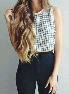 This classic outfit looks like Ariana Grande would wear.