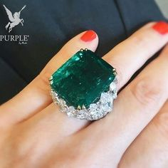 Be beYOUtiful with this Majestic 24 carat Colombian emerald ring by David Webb…
