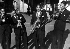 Roy Eldridge, Russell Procope, Chu Berry and Dicky Wells in front of the Savoy Ballroom, Harlem, New York City circa 1935 Le Jazz Hot, Cool Jazz, Jazz Artists, Jazz Musicians, Roy Eldridge, Harlem New York, Harlem Nyc, Swing Era, Duke Ellington
