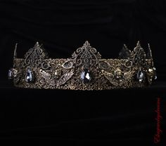 Gothic crown, Gothic Fantasy crown, angel crown, Black Crown, Black King Crown, Bronze Crown, Mens crown, halloween crown, Male crown    Perfect for everyone. Male or Female.These amazingly versatile golden crown is perfect for any occasion. Crowns are very on trend now.   crown: high 6-7 cm  Available:  -Tiara (open from the back)  -Unisex ( male/female) full round:  21.5 22 22.5 22.8 23.5 24.4 25  - Kids full round: 18   CUSTOM CROWN WITH YOUR OWN MEASUREMENTS ARE ALWAYS AVAILABLE. PLE...