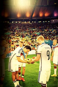 Mats receiving the trophy from André like it was some sort of sacred treasure  #footballislife