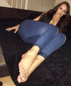 Brit milfs pussylicked and fingered