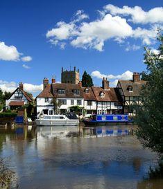 Tewkesbury, England (by John Glass) Visit www. for holidays in England Holidays In England, English Architecture, England Ireland, English Village, British Isles, Amazing Destinations, Great Britain, Beautiful Landscapes, United Kingdom