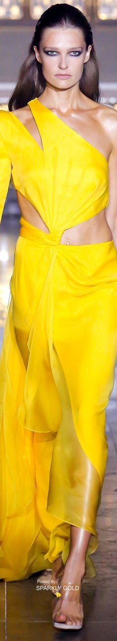 Julien Macdonald Londra - Spring Summer 2019 Ready-To-Wear - Shows - Vogue. Julien Macdonald, Only Fashion, High Fashion, Fashion Show, Yellow Fashion, Shades Of Yellow, Mellow Yellow, Her Style, Casual Looks