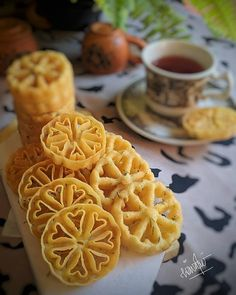 Rosette Cookies, Cake Cookies, Malaysian Dessert, Asian Snacks, My Dessert, Indonesian Food, Sweet Desserts, Food Photography, Food And Drink