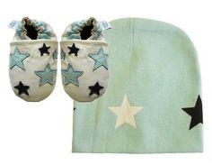 Dotty Fish cuir souple chaussures de bébé avec des semelles en daim. Blanc avec étoiles bleues et un chapeau assorti avec la conception d'étoile. Ensemble-cadeau. (12-18 mois) Dotty Fish, http://www.amazon.fr/dp/B00CSM3U82/ref=cm_sw_r_pi_dp_F.Tesb1TWYX8B