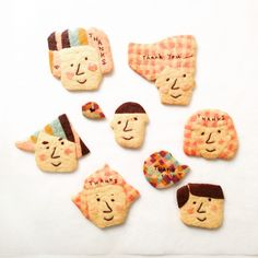 I thought these were brooches. I think they're cookies. Cute Cookies, Sugar Cookies, Refrigerator Cookies, Icebox Cookies, Happy Foods, Cookie Designs, Food Packaging, Cute Food, Creative Food