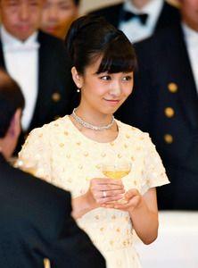 佳子さまのドレス姿は? 皇居で宮中晩餐会を開催:朝日新聞デジタル