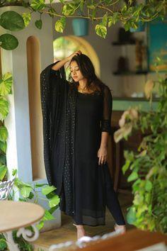 Salwar Designs, Kurta Designs Women, Kurti Designs Party Wear, Stylish Dresses, Simple Dresses, Churidhar Designs, Simple Kurta Designs, Designer Anarkali Dresses, Long Dress Design