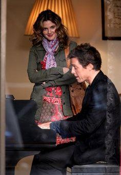 Alex Fletcher (Hugh Grant), Sophie Fisher (Drew Barrymore) ~ Music and Lyrics (2007) ~ Movie Stills #amusementphile
