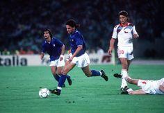Qui in azione contro la Cecoslovacchia. La partita si conclude a favore della nazionale italiana (2-0 il risultato finale). L'Italia giunge al terzo posto del Mondiale sconfiggendo l'Inghiterra per 2-1, Baggio realizza il primo gol. (Omega)