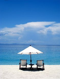 wish I was sitting in this chair by the ocean with an umbrella drink : )