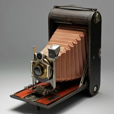 Kodak-No-4-fotocamera-pieghevole-Modello-B-1906 #kodak #eastman #photography #photos #rochester #pioneer #commercial History Of Photography
