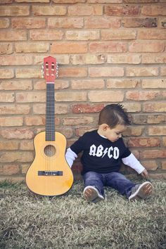 Your LITTLE ROCKER will look adorable in this short sleeve 100% cotton fine jersey t-shirt. ADD IN NOTES TO SELLER BOX: Choose your decoration color -- white, black, apple green, brown, light gray, da