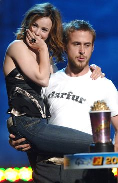 Winning Best Kiss @ MTV movie awards for The Notebook: Rachel McAdams & Ryan Gosling Perfect People, Pretty People, Beautiful People, Marion Cotillard, Ryan Gosling And Rachel Mcadams, Ryan Gosling The Notebook, Rachel Mcadams Movies, Rachel Mcadams The Notebook, Photo Star
