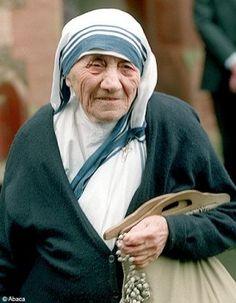 Madre Teresa de Calcutá. (Por vezes sentimos que aquilo que fazemos não é senão uma gota de água no mar. Mas o mar seria menor se lhe faltasse uma gota).