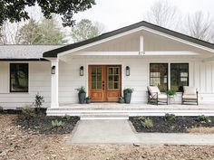 homes I like Exterior Makeover Reveal! Notes from Home - Beneath My Heart Understanding A Childs F Ranch Exterior, Bungalow Exterior, Cottage Exterior, Modern Farmhouse Exterior, Exterior Remodel, House Ideas Exterior, Ranch House Exteriors, Home Exterior Design, Home Exterior Colors