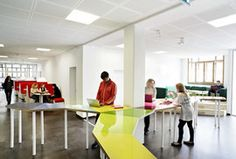 A class room has been opened up and became part of the open corridor and learning environment / Photo: Kim Wendt