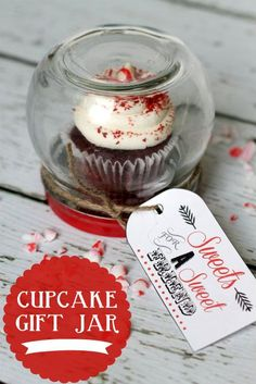 Cupcake Gift Jar. Cute and inexpensive. Comes with free printable. Such a great neighbor gift idea! | http://my-doityourself-gift-ideas.blogspot.com