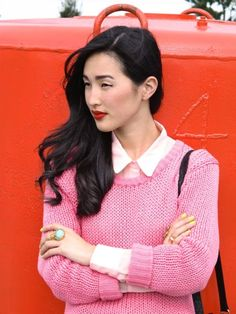 Свитер + рубашка (todo: найти женскую рубашку, мб, интересный воротник. Красная помада.Крупные кольца. Контрастный лак.