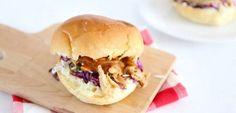 Pulled chicken - Lekker en Simpel Pulled Chicken, Pulled Pork, Sushi Wrap, Hamburger, Slow Cooker, Menu, Lunch, Snacks, Ethnic Recipes