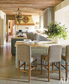 Traditional Kitchen by Kara Childress Inc. and Newberry Campa Architects in Houston, Texas