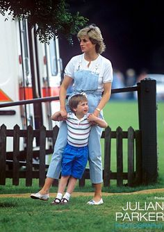 June Princess Diana here with Prince William at Smiths Lawn, Windsor. Princess Diana wears pale blue denim dungarees with a rope style belt, and white blouse top. Princess Diana Photos, Princess Diana Fashion, Princess Diana Family, Royal Princess, Prince And Princess, Princess Charlotte, Princess Of Wales, Lady Diana Spencer, Diana Son