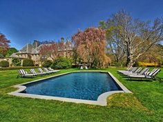 Heated swimming pool and lush grounds - Newport estate rental