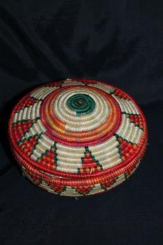 Äthiopien Korb mit Deckel bunt , Deko Handarbeit. Basket from Ethiopia handmade.