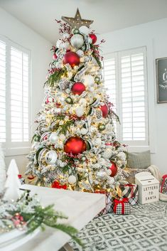 Mohawk Holiday Home Tour Elegant Christmas Trees, Silver Christmas Decorations, Christmas Tree Design, Christmas Tree Themes, Noel Christmas, Holiday Decor, Christmas Ideas, Xmas Tree, Holiday Ideas