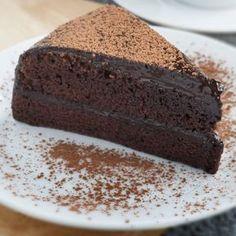 Tort de ciocolată Sweets Recipes, Desserts, Horchata, Lassi, Banana Bread, Healthy, Food, Waffles, Sweet Recipes