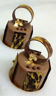 Photo of Caramel entremet Gourmet Desserts, Fancy Desserts, Fancy Cakes, Mini Cakes, Plated Desserts, Desserts Caramel, Delicious Desserts, Decoration Patisserie, Cupcakes