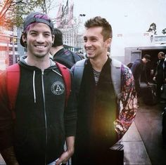 don't wanna hand you all my trouble ✧ josh dun and tyler joseph of twenty one pilots -- this is like my favourite picture of them ever because they look so happy ♥