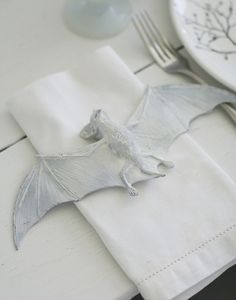 Cool napkin ring for my Halloween table!