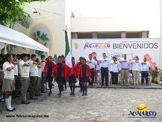 #infoacapulco Lunes de Bandera en Acapulco. INFO ACAPULCO. El ayuntamiento de Acapulco como parte del Lunes de Bandera, realizará cada semana en la explanada del palacio municipal, los honores a la bandera con el fin de fomentar las actividades cívicas, los valores y el respeto por nuestros símbolos patrios. Obtén más información en la página oficial de Fidetur Acapulco.