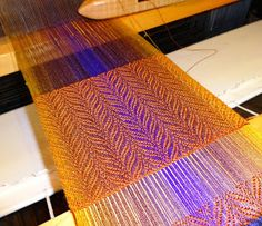 eweniquely ewe: Love it........ Undulating Twill with Straight Twill Treadling - #61537 on handweaving.net