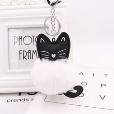 Cat Head Pom Pom Keychain - Love Cat Design Cool Keychains, Cat Keychain, Blue Bunny, Pomeranian Puppy, Cat Doll, Small Cat, Mermaid Blanket, Id Badge Holders, Easter Crafts For Kids