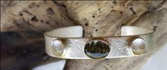 Opdracht | Armband, zilver met salie en bergkristal Cuff Bracelets, Jewelry Design, Jewelry Making, Jewellery Making, Make Jewelry, Bangles, Diy Jewelry Making