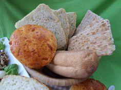 Delicious selection of glutenfree breads, rolls and scones   Leckere Auswahl von glutenfreiem Brot, Brötchen und Scones