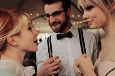 Easily one of my favorite pictures ever- Hayley Williams, Jeremy Davis, & Taylor Swift