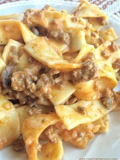 This tomato beef country casserole is packed with all your favorite comfort foods. Tomato, mushrooms, creamy sauce, beef, and tender egg noodles. Pasta Dishes, Food Dishes, Main Dishes, Easy Casserole Recipes, Casserole Dishes, Beef Casserole, Egg Noodle Casserole, Hotdish Recipes, Hamburger Casserole With Noodles