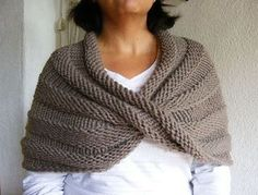 Easy Mobius Capelet pattern by Haley Waxberg