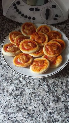 Pizzette Bimby velocissime da fare con questa ricetta senza lievito! Ecco come prepararle; ingredienti: 250 gr di farina, 250 gr di... Mozzarella, Chef Recipes, Cooking Recipes, My Favorite Food, Favorite Recipes, I Love Pizza, Cooking Chef, Simply Recipes, Antipasto