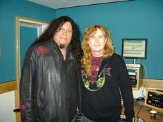 Chuck Billy (Testament) with Dave Mustaine (Metallica, Megadeth). Hair Metal Bands, Dave Mustaine, Famous Musicians, Heavy Metal Music, Judas Priest, Band Photos, The Big Four, Thrash Metal, Iron Maiden