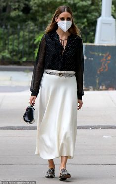 Olivia Palermo Street Style, Olivia Palermo Outfit, Estilo Olivia Palermo, Olivia Palermo Lookbook, Olivia Palermo Winter Style, Fashion 2020, Girl Fashion, Fashion Outfits, Skirt And Sneakers