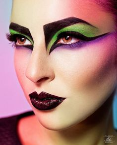 This will be the madhatters makeup. I chosse this because each of the things she wears are different shapes and textures and doesn't match.