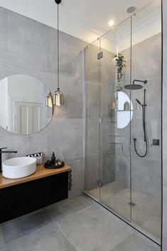 Baño con regadera y cancel de vidrio