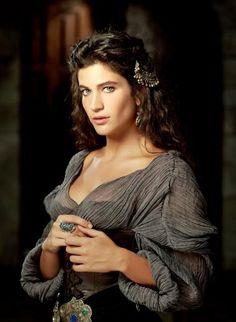 """""""Muhteşem Yüzyıl"""" dizisine Berrak Tüzünataç da dahil oldu. Genç oyuncu, dizinin yeni sezonunda Barbaros Hayrettin Paşa'nın kızı Mihrünnisa'yı canlandıracak."""